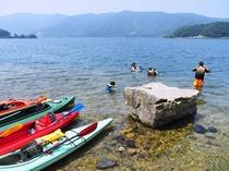 カヌー体験で夏場は水遊びもできるかも?!