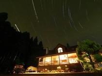 ペンション外観と星空