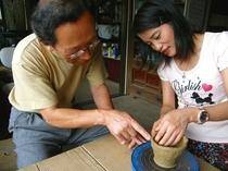 観光:陶芸体験先生と