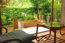 素朴な露天風呂付旧館レトロ客室-1