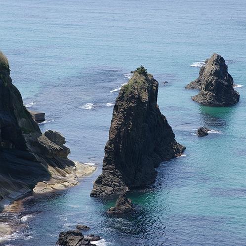【屏風岩】山陰海岸ジオパークスポット!屏風のようにそびえる高さ13mの奇岩(当館より車で約45分)