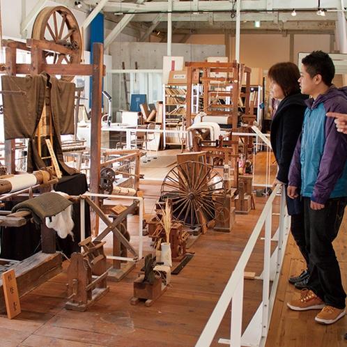 【丹後ちりめん歴史館】シルクの織りと染めの一貫生産工場として公開!土産販売も(当館より車で約50分)