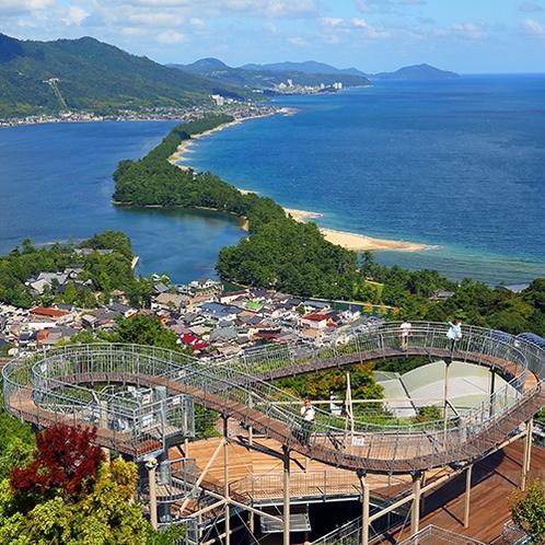【天橋立ビューランド】「飛龍観」を望む文珠山公園の山頂には遊園地もあります(当館より車で約65分)