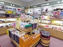 売店コーナーでは地元の名菓も販売しております。