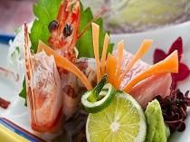 ご夕食は季節の本膳料理をお楽しみいただけます。