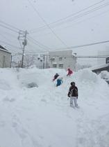雪いっぱいの駐車場