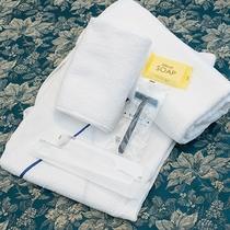 *【客室】タオルや歯ブラシ等のアメニティの用意もございます。
