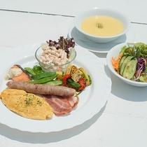 *【ご朝食】海を臨むレストラン「フィッシャーマンズウォーフ」でどうぞ♪テラス席もGOOD!
