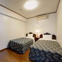 *【客室】(2LDK)ダブルとツインルームの2室!各お部屋エアコン完備です!