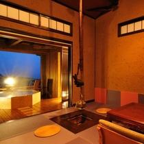 露天風呂付離れ特別室 客室から露天風呂を望む