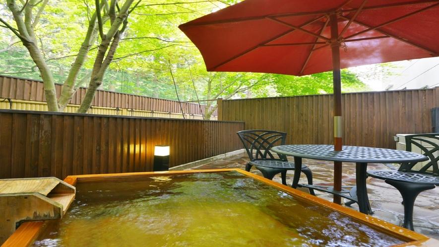 庭園露天風呂付メゾネット室 露天風呂一例