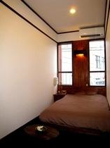 ダブルルームのお部屋。液晶TV32型or40型、DVDデッキ