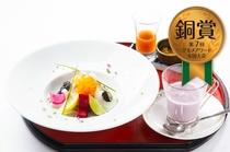第7回グルメアワード全国大会銅賞料理「季節の根菜と合鴨ミルフィーユ~紫芋のポタージュとともに~」