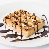 ◆ワッフルにはチョコソースをかけて更においしく◆
