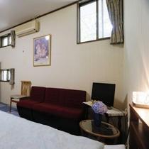 2段ベッド洋室(小型~大型犬向き・ペット宿泊無料)※ソファ有