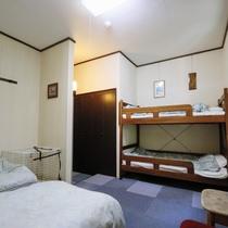 2段ベッド洋室(小型~大型犬向き・ペット宿泊無料)※2段ベッド部分