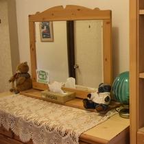 館内2階廊下(鏡)