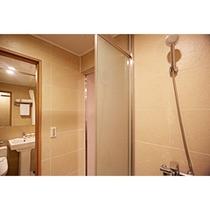 トリプルクワッドルームの浴室