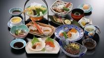 夕食メニュー/夕食は11品ほどの和食膳をご提供しております。