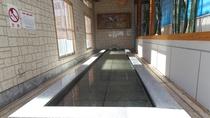 足湯/源泉かけ流し湯を手軽に愉しめるのが魅力!どなたでも無料でご利用いただけます。