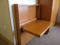 お荷物台を設置しております。