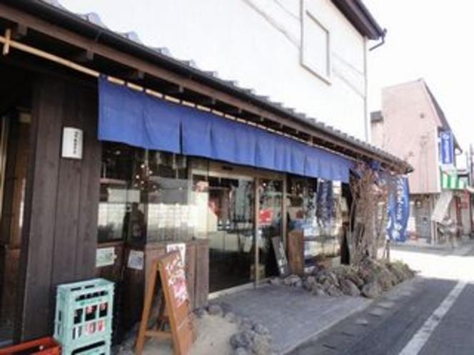 岡本酒店(内牧のおしゃれな酒屋さん)