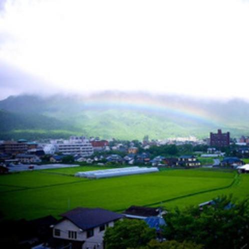 内牧の田園にかかった虹