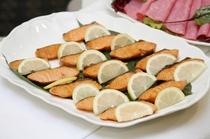 朝食和洋食バイキング・魚料理一例