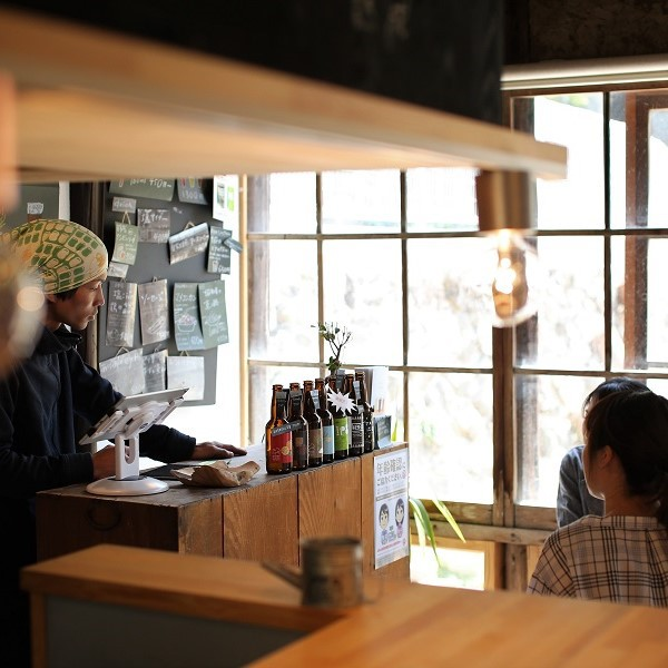 小豆島で醸造され、様々なフレーバーが人気の「まめまめビール」。