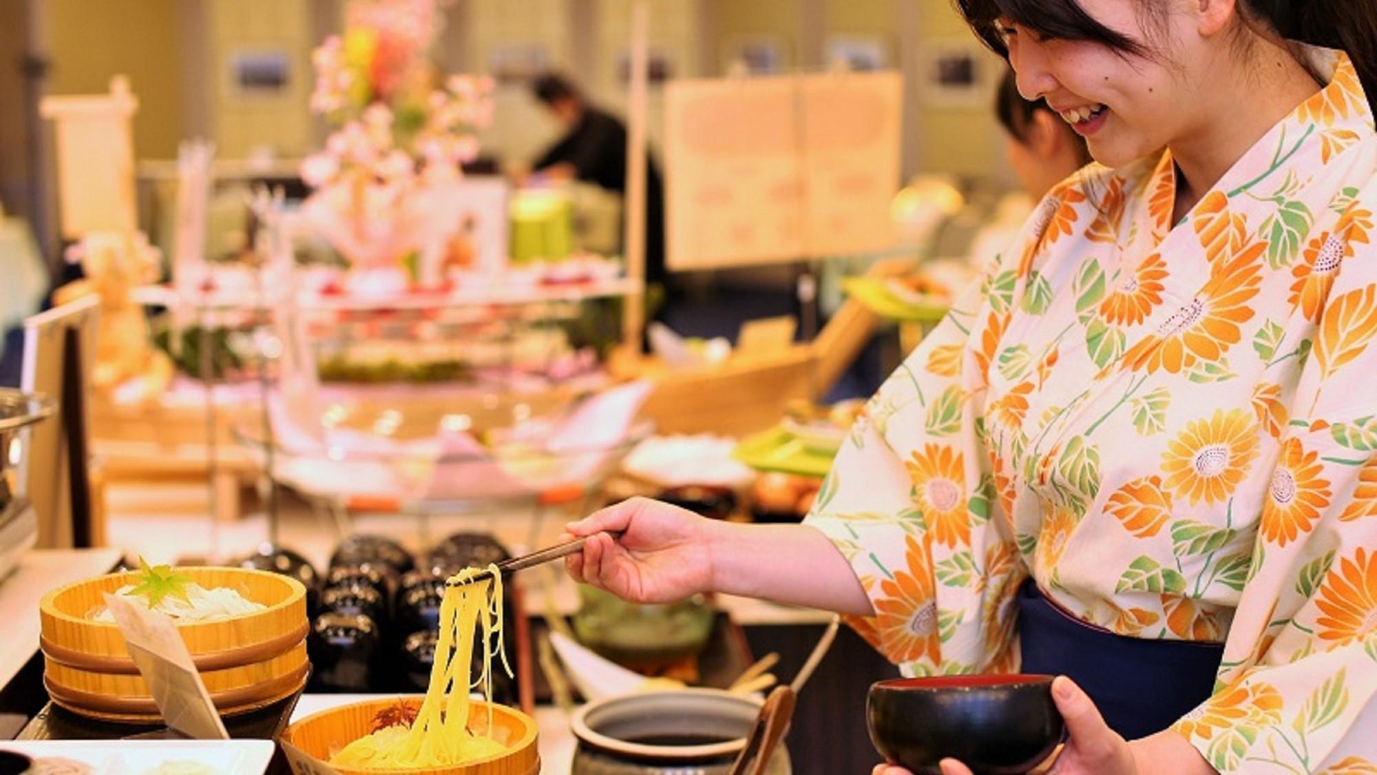 小豆島名物の手延べ素麺ももちろんバイキングの人気メニュー。