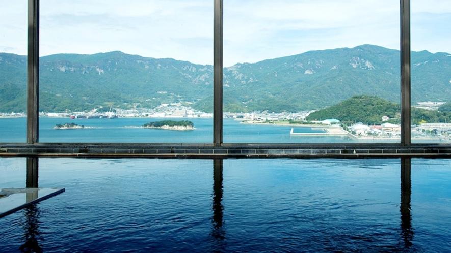 瀬戸内海を見渡せる絶景の大浴場。地下1600mから湧き出す自家源泉の天然温泉です!