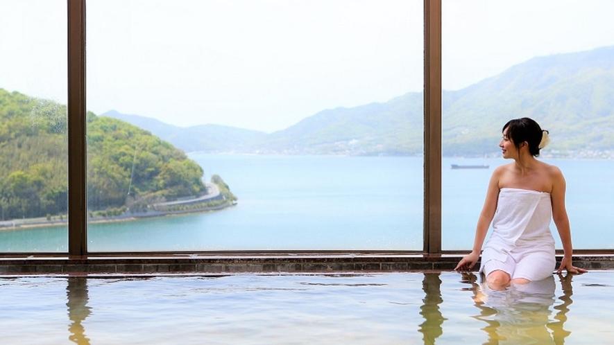 最上階の大浴場からの眺めはまさに絶景!(日が落ちるまでのご入浴がおすすめです)