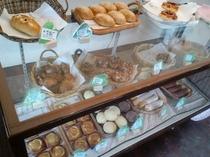 パン屋の店内