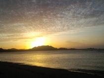 川平方面に沈む夕日