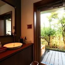 【特別室】露天風呂付◇和洋室一例。
