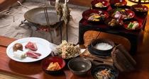 *田舎料理ご夕食内容(一例)山菜、きのこ鍋、鮎など囲炉裏を囲んで山の味覚を堪能