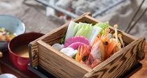 *【冬のごちそうプラン朝食一例】日本海の海鮮・地場野菜などをせいろ蒸しに。あたたかい食事がおいしい。