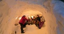 *雪国体験/外は寒くても、かまくらの中はポカポカ。雪国ならではの情緒をお楽しみください。