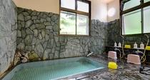 """*大浴場/源泉は""""弘法大師の授け湯""""として長い歴史を持つ瑠璃の湯。"""