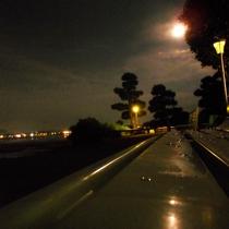 遊歩道からの月と宍道湖