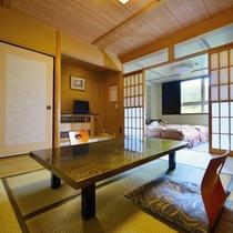 ■和洋室(客室一例)/和と洋、両方の良さを味わえるお部屋。清潔にしつらえられたベッドで安眠の夜を。
