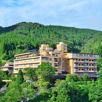 ■九州阿蘇の自然豊かな場所に佇む当館は、歴史深い奥の筋湯温泉24の湯めぐりをお愉しみいただけます。