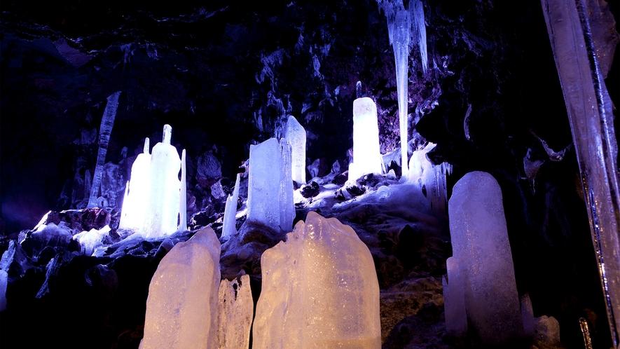 ○鳴沢氷穴