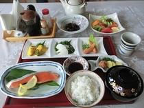 朝食は和食です