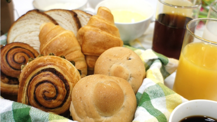 ご宿泊のお客さまには、パン・スープ・ドリンクの朝食を、ささやかですが無料でサービスしております