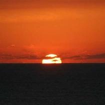 *【サンセット】地平線に沈む夕日