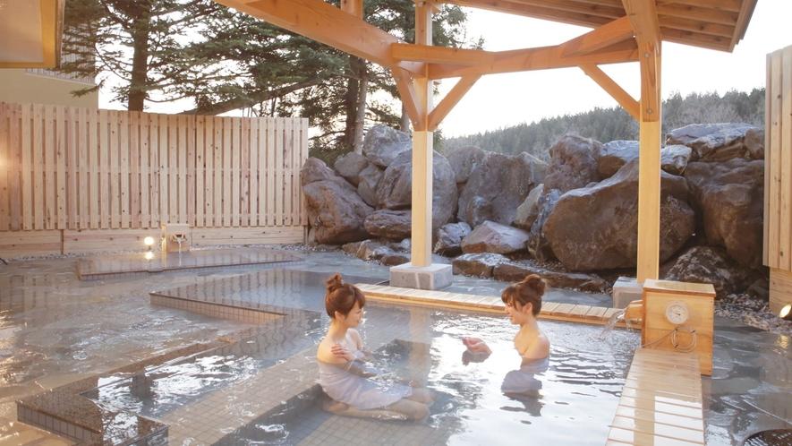 <こまくさの湯・露天風呂>雄大な山々に囲まれた景色が楽しめる露天風呂♪