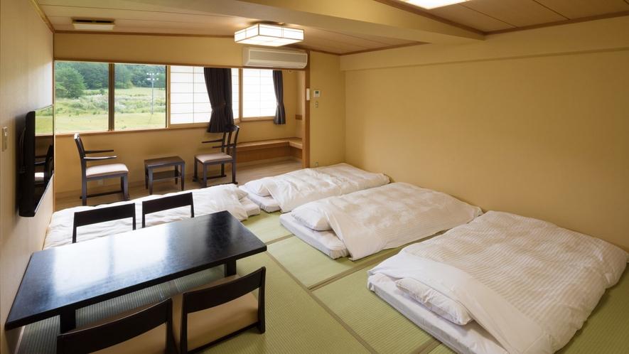 <和室>足を伸ばしてごゆるりとお寛ぎいただける和室のお部屋。