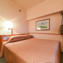 *ダブルルーム/全室コーナールーム。14.5平米のコンパクトなお部屋です。