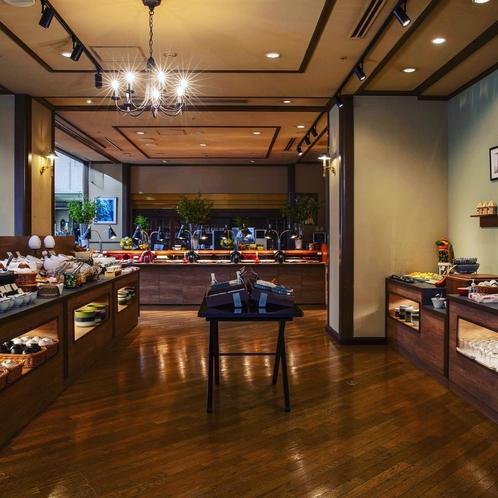 朝食会場は1階レストラン「フォーシーズン」、落ち着いた雰囲気で居心地の良い空間です。